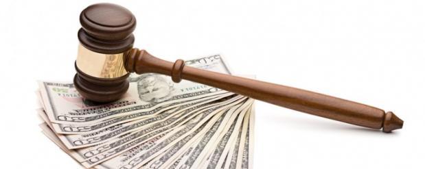 Житель Омска смог отсудить у двух банков почти 400 тысяч рублей