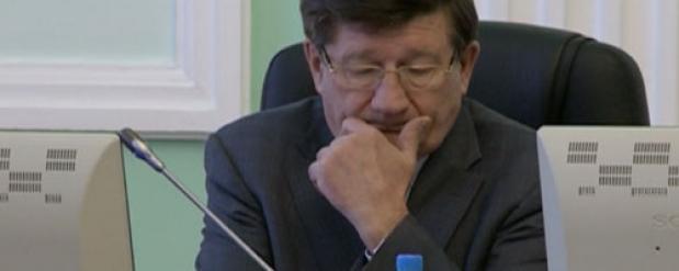Депутаты не смогли решить, отпускать ли в отставку Двораковского