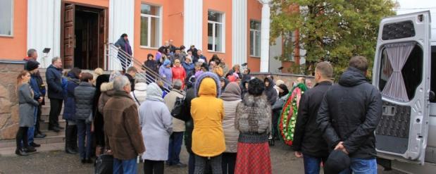 Муж умершей в Омске ведущей, заявил, что он недоволен, как ее лечили