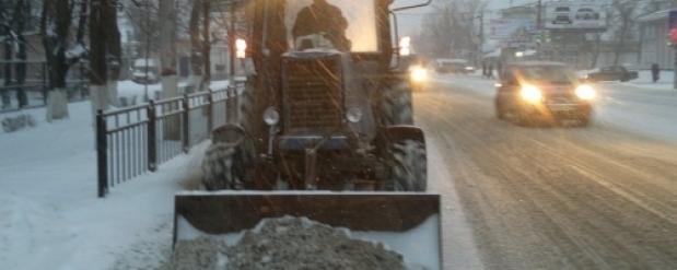 Омская мэрия на борьбу с новогодними снегопадами выделит 400 машин