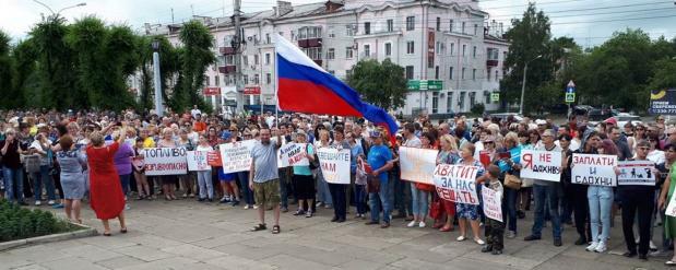 В Омске полиция задерживает протестующих